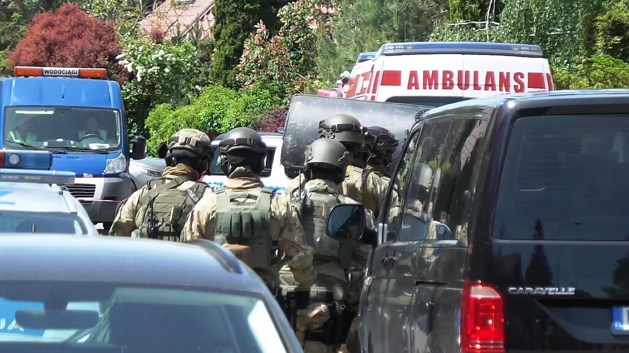 Akcja policjantów w Komorowie. W domu zabarykadował się mężczyzna