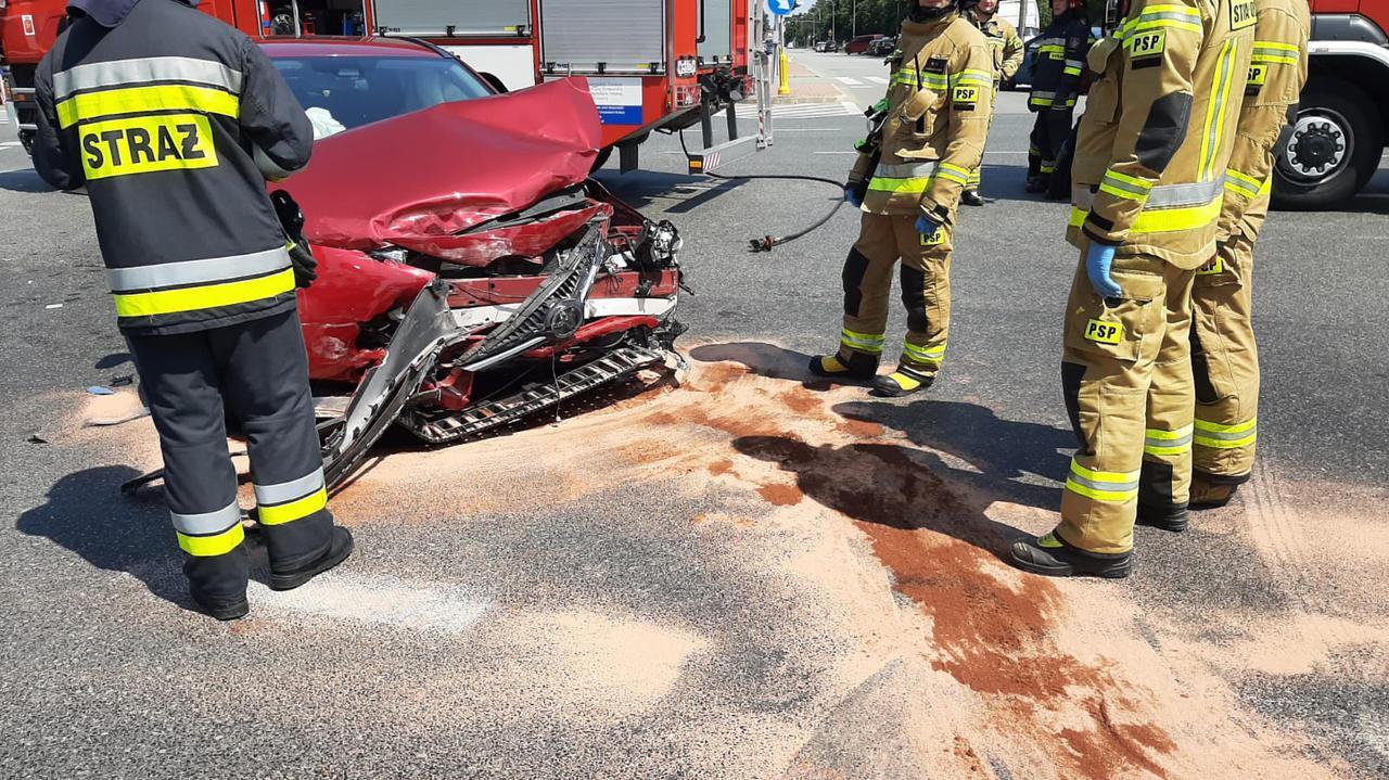Zderzenie dwóch aut na Stegnach. Jeden z kierowców trafił do szpitala
