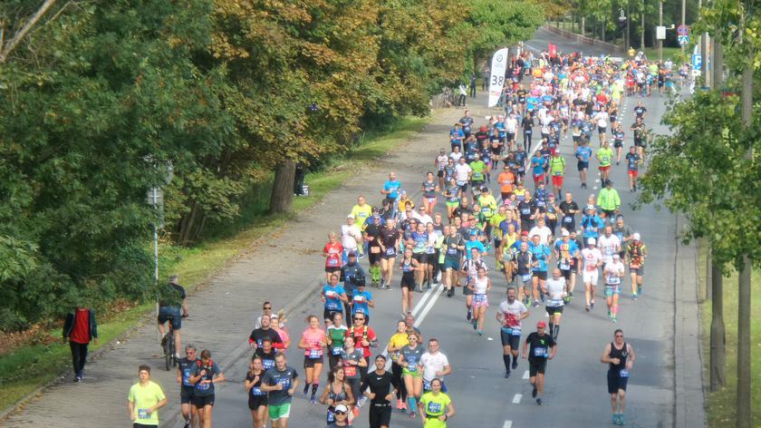 Biegacze na trasie 41. Maratonu Warszawskiego