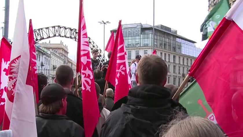 Protest przed tęczą