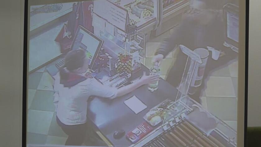 Na sali rozpraw pokazano nagranie z monitoringu