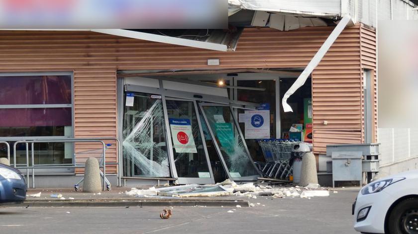Kradzież bankomatu z marketu w Mościskach