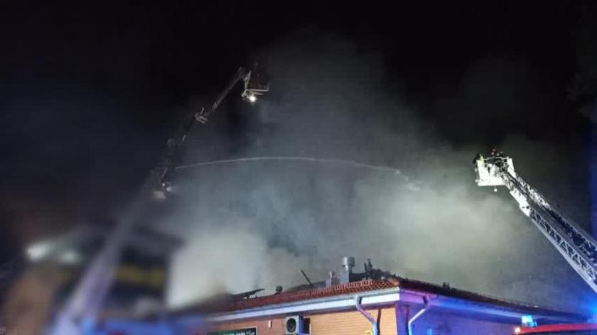 Nocny pożar marketu w Wawrze