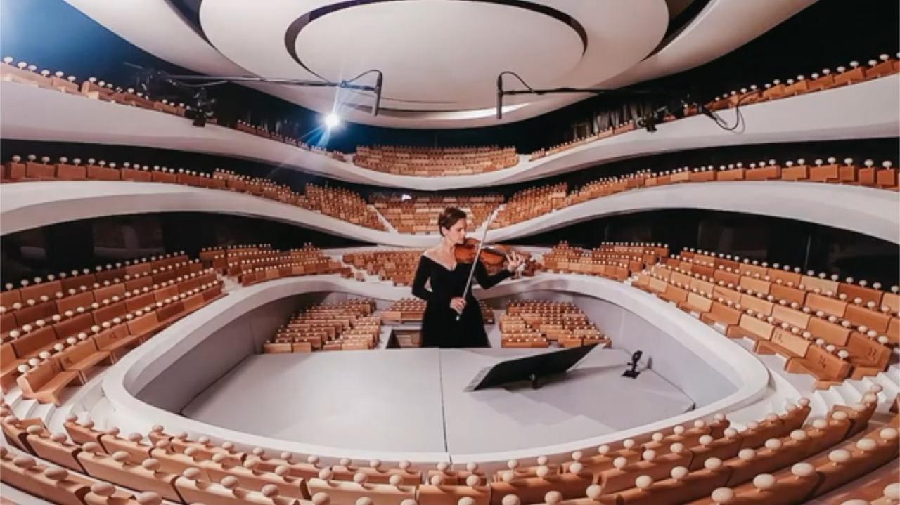 To był pierwszy koncert w nowej Sinfonii Varsovii. Słuchało go… 1827 drewnianych ludzików