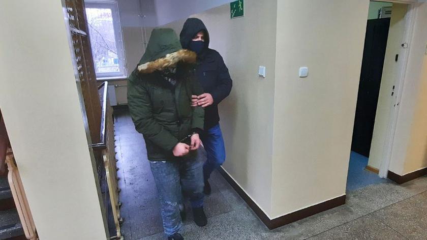 Trzy osoby usłyszały zarzuty za kradzież aut