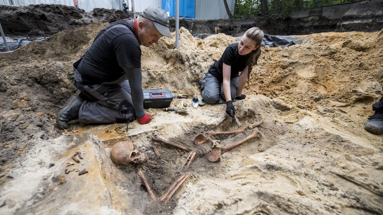 Odkryli szczątki w dołach śmierci. 12 szkieletów na terenie więzienia