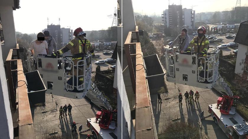 Policjanci i strażacy musieli go ściągać z czwartego piętra