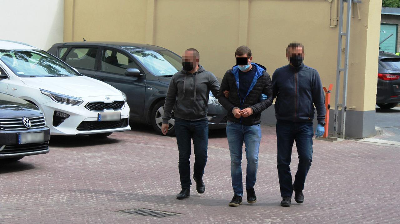 Syn znanego adwokata znĂłw zatrzymany. ZnĂłw za podpalenia samochodĂłw