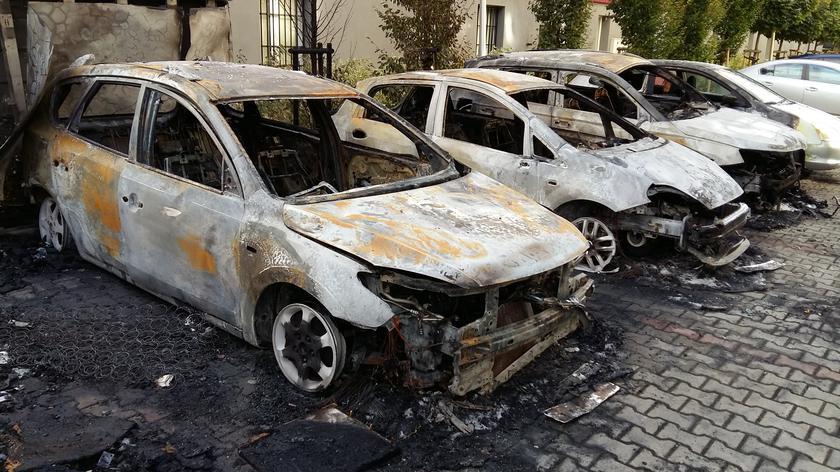 Pożar aut i śmieci na Fieldorfa
