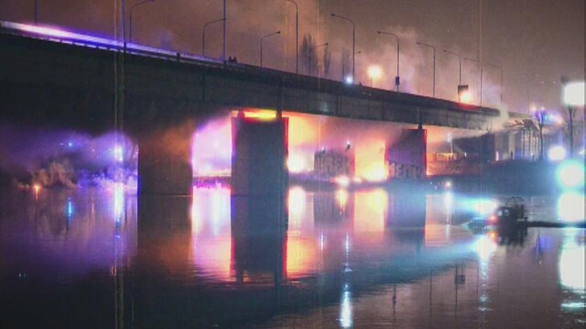 Strażacy ugasili pożar mostu