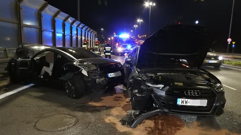 Trzy auta zderzyły się przy wjeździe na Trasę Siekierkowską