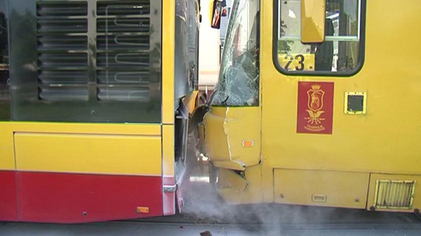 pl. Bankowy: tramwaj wjechał w autobus
