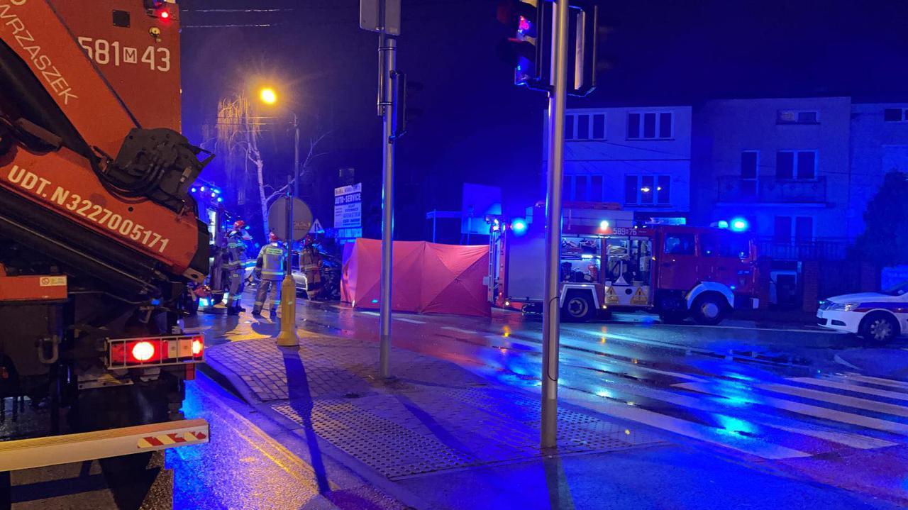 Tragiczny wypadek w Piastowie. Jedna osoba nie żyje, cztery są ranne