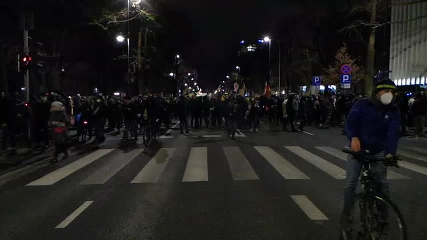 Protestujący ruszyli sprzed siedziby TK