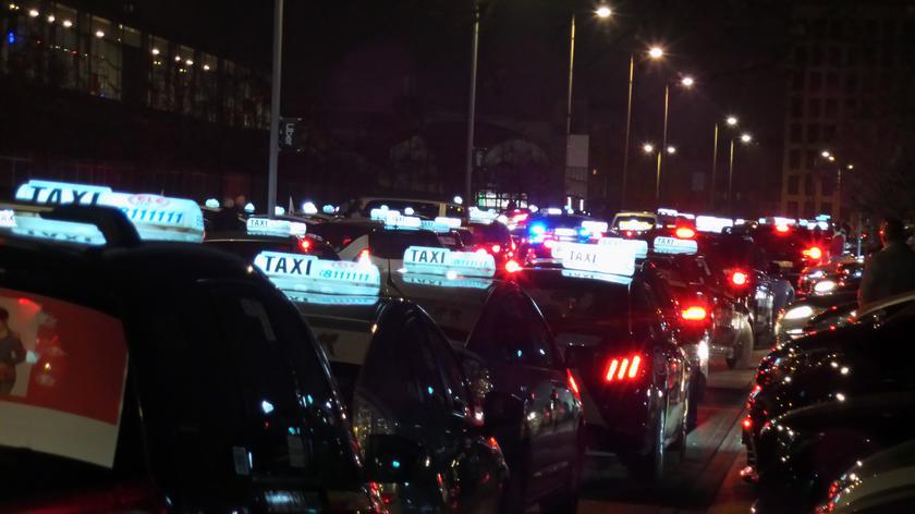 Taksówkarze zorganizowali manifestację