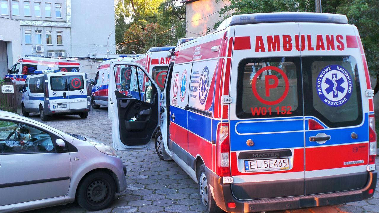 """<a href=""""https://tvn24.pl/tvnwarszawa/najnowsze/koronawirus-w-warszawie-szpital-przy-czerniakowskiej-nie-przyjal-pacjenta-zakazonego-sars-cov-2-dyrektor-komentuje-4722692?source=rss"""">Szpital odmówił przyjęcia pacjenta. Dyrektor: nie możemy uzyskać koordynacji pracy z pogotowiem</a> thumbnail  Ognisko koronawirusa na szkoleniu straży granicznej. Wśród zakażonych cudzoziemcy LANDSCAPE 1280"""