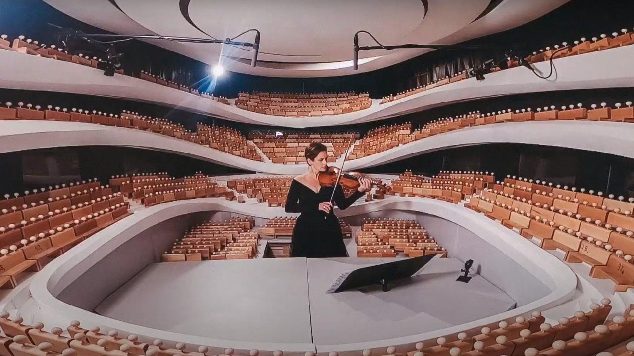 Pierwszy koncert w nowej Sinfonii Varsovii. Słuchało go… 1827 drewnianych ludzików