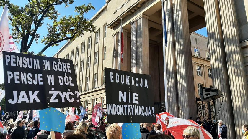Prezes ZNP i nauczyciele tłumaczą, dlaczego protestują