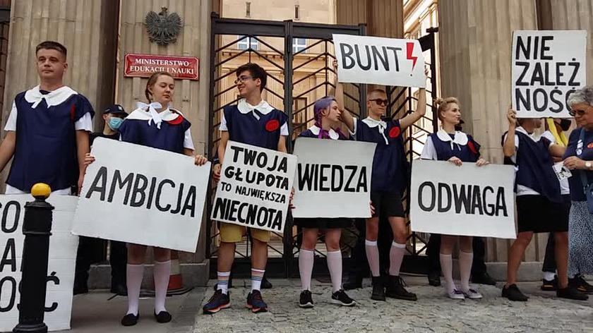 """Protest """"Gruntujemy Cnoty Niewieście"""""""