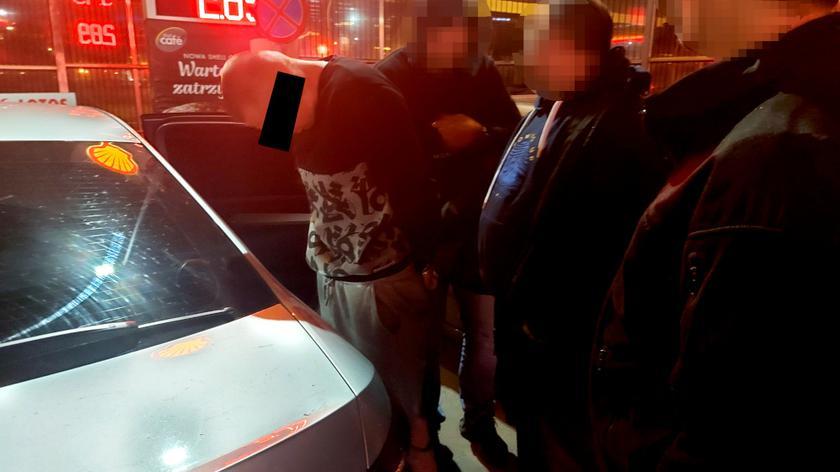 """Zatrzymano pięciu mężczyzn podejrzanych o oszustwa metodą """"na bankowca"""""""