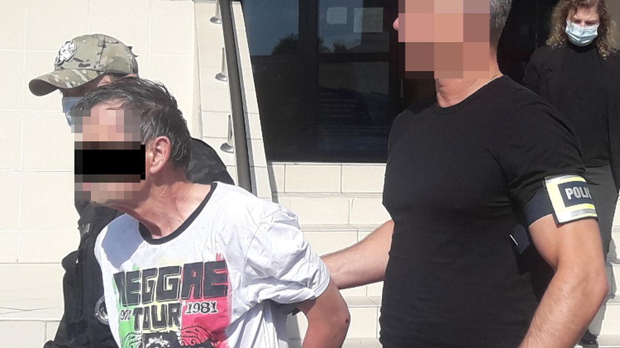Padły strzały ostrzegawcze, staranowali auto radiowozem. Areszt i zarzuty po pościgu za 66-latkiem