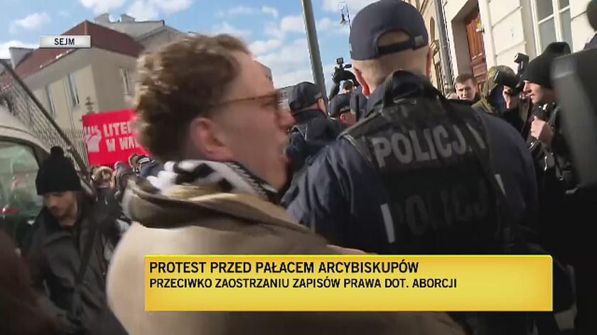 Protest przed Pałacem Arcybiskupów