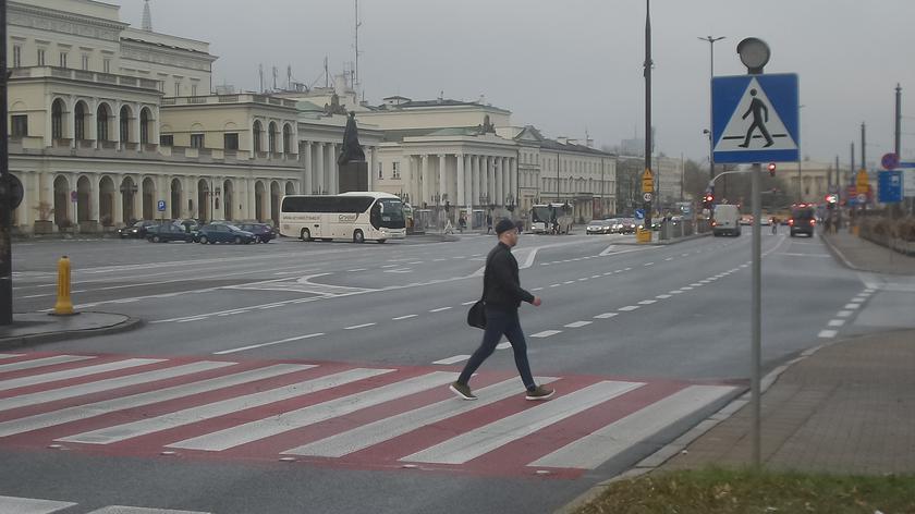Przejście dla pieszych przy placu Bankowym wymaga sygnalizacji (wideo z 2019 roku)