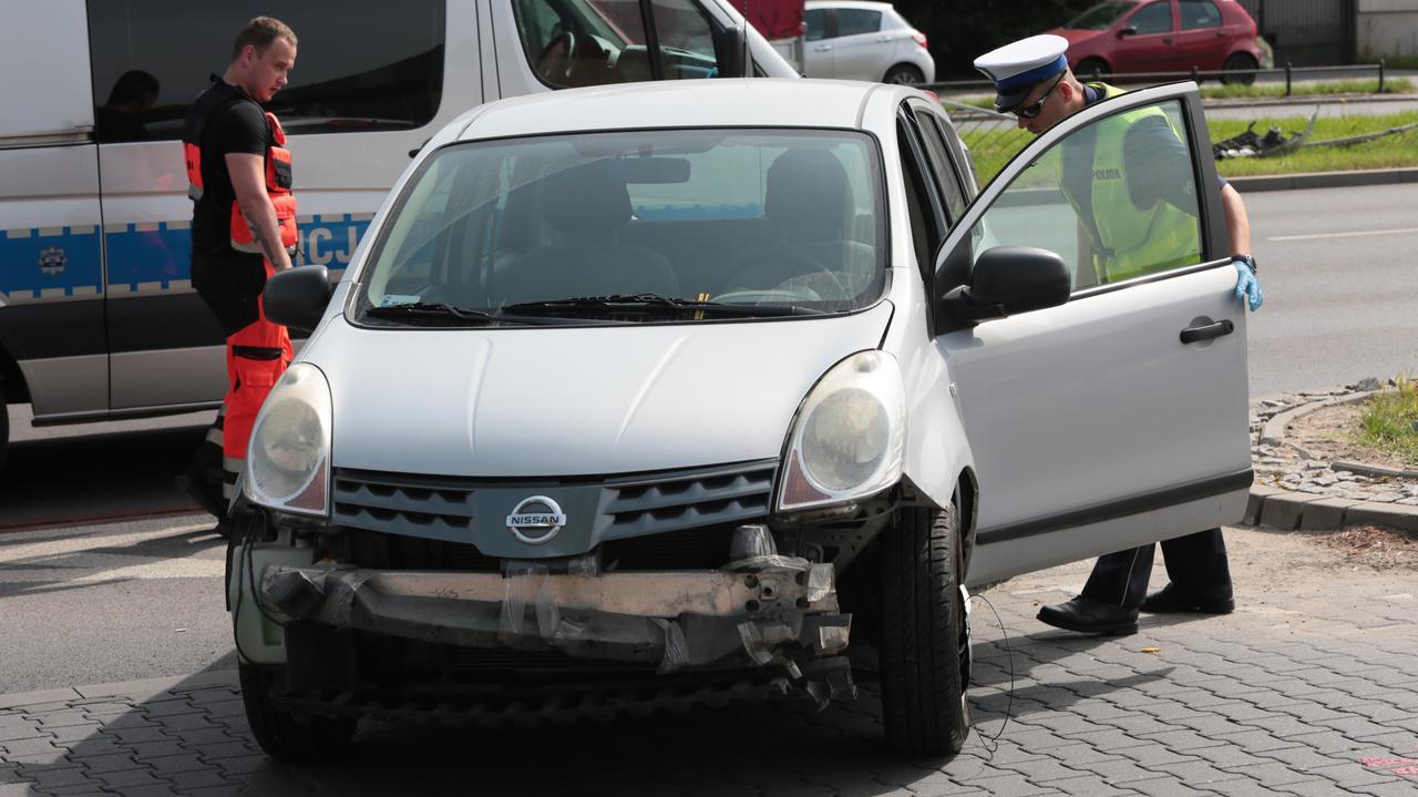 Samochód przebił barierki na Powsińskiej, kierowca zmarł w szpitalu