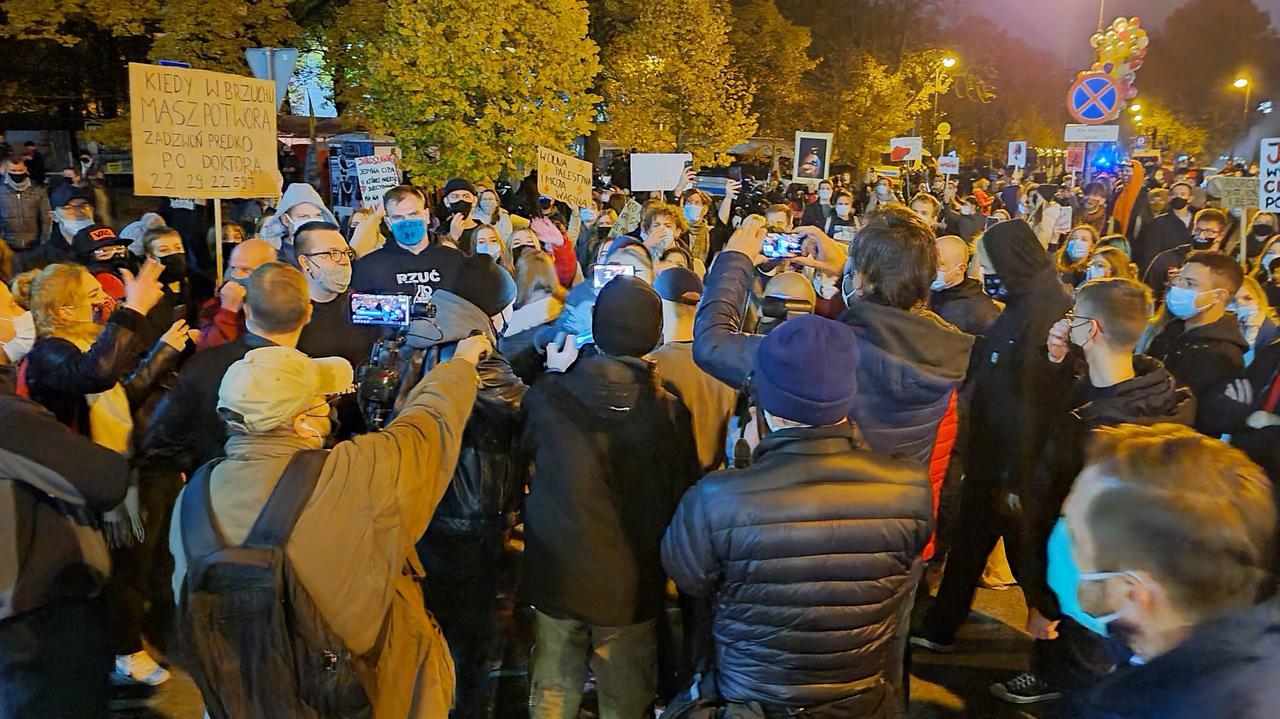 Protestujący wrócili przed Sejm.