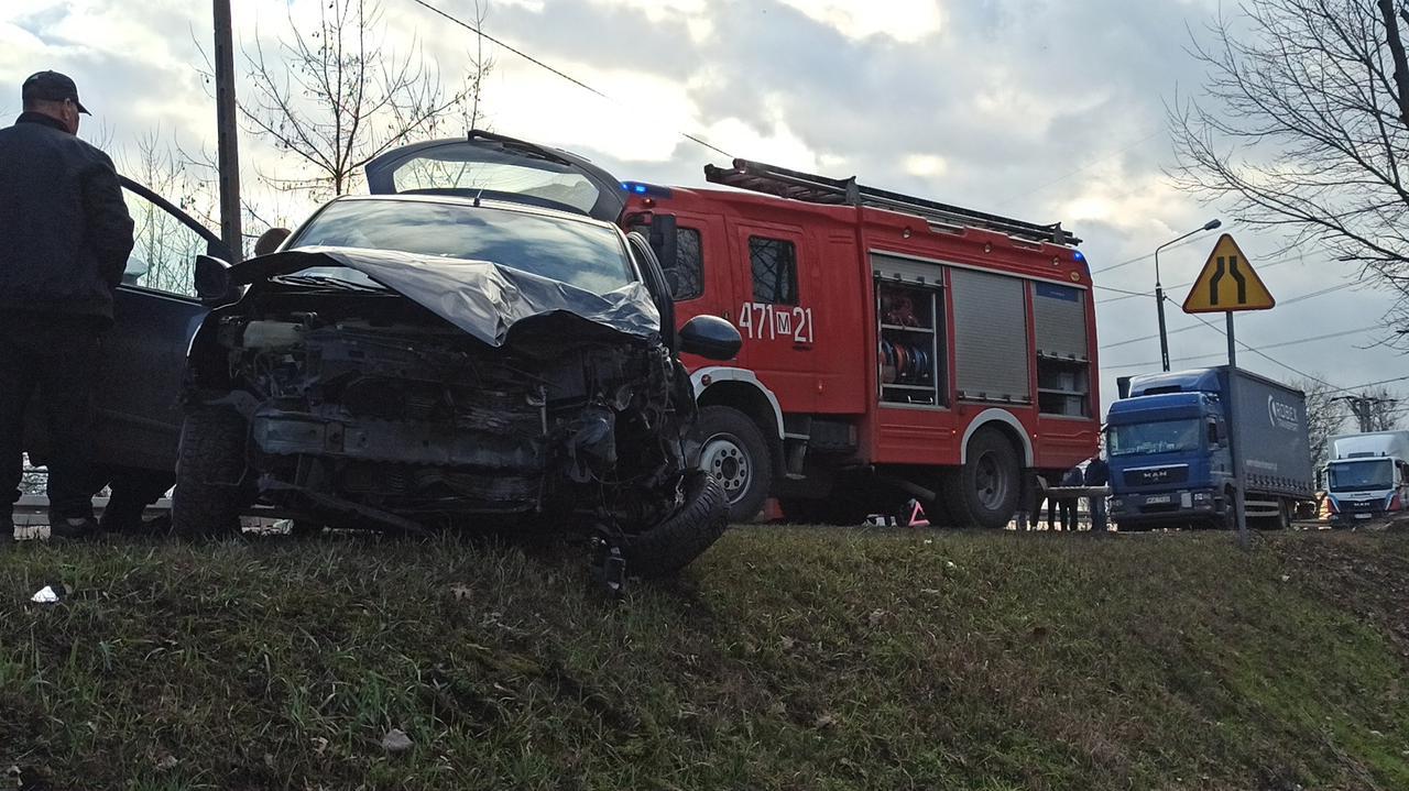Jedna osoba w szpitalu po czołowym zderzeniu