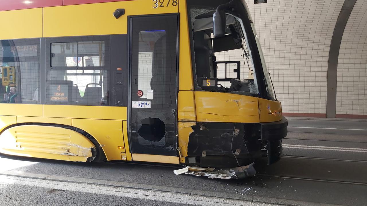 Zderzenie z tramwajem w tunelu trasy W-Z. Motorniczy raniony odłamkami szkła