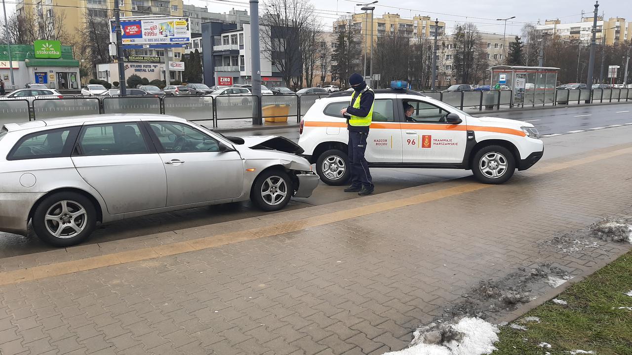 Zderzenie auta i tramwaju na Bemowie