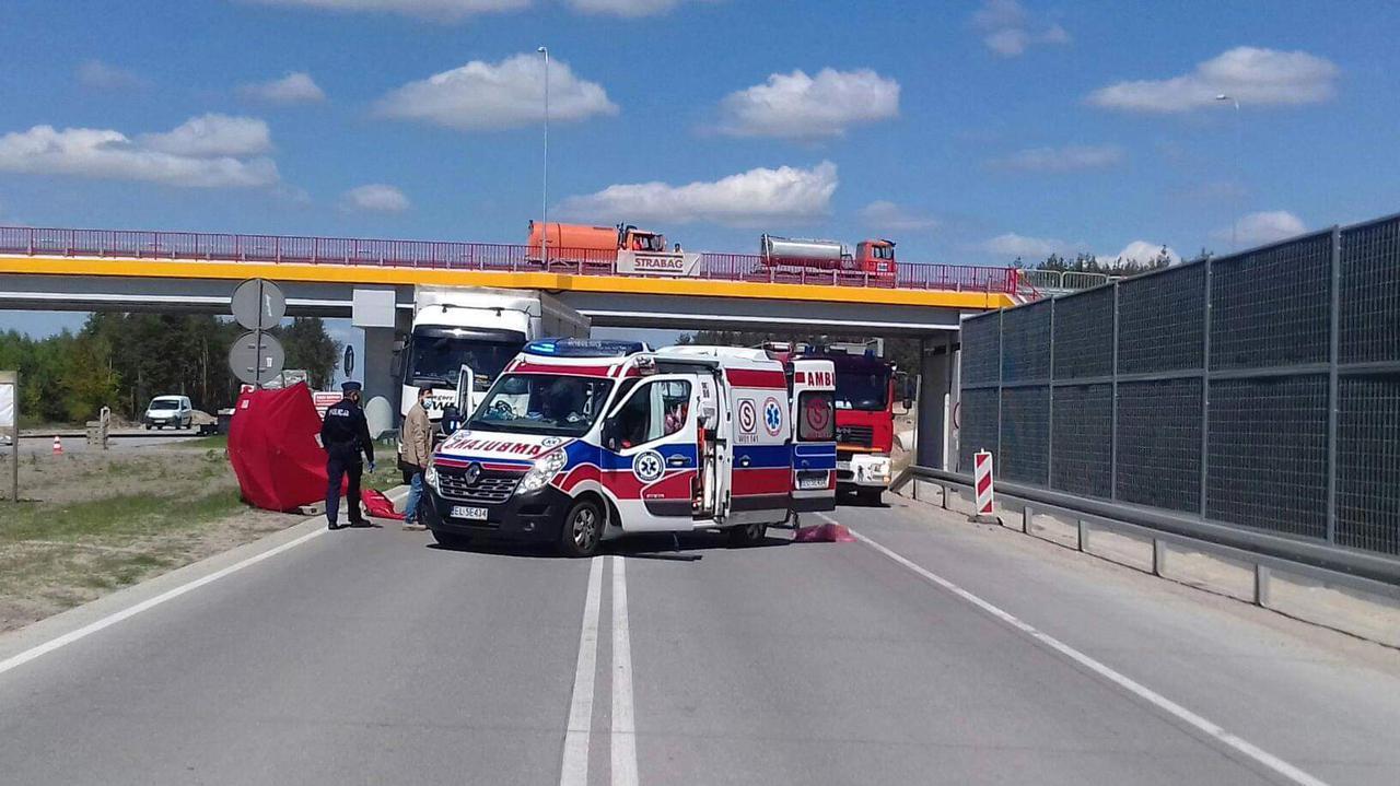 Pieszy potrącony przez tira na S17. Droga w Woli Duckiej została zablokowana
