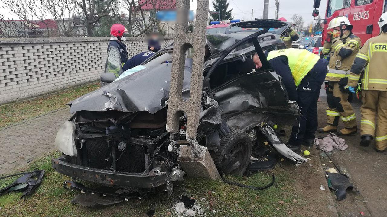 Zablokowana droga wojewódzka po wypadku. Na miejscu lądował śmigłowiec LPR