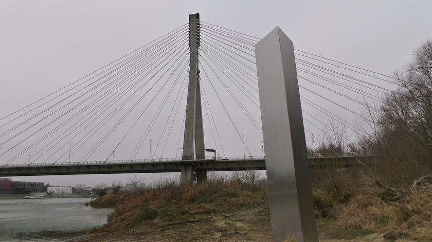 Monolit pod mostem Świętokrzyskim