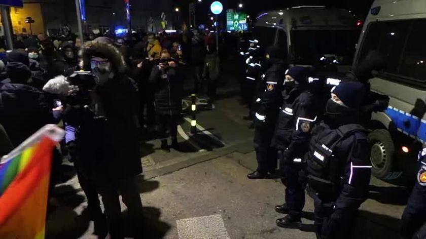 Protestujący przed siedzibą PiS