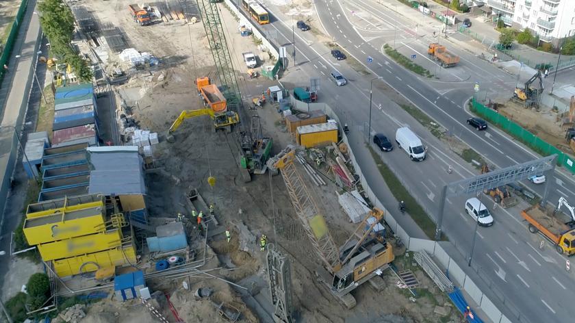 Dronem nad budową metra