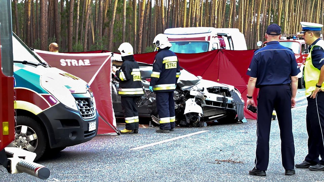 Zderzenie z tirem na autostradzie. Nie żyje 24-latka i jej 2-letni syn