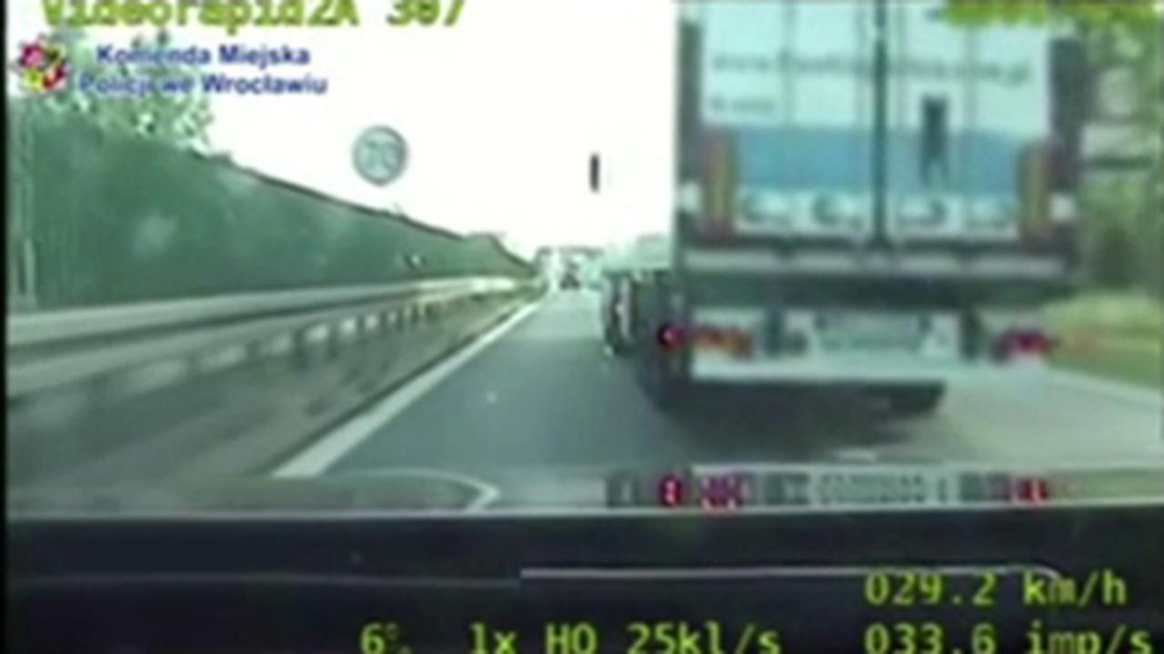 Ciężarówką zajechał drogę policjantom w nieoznakowanym radiowozie