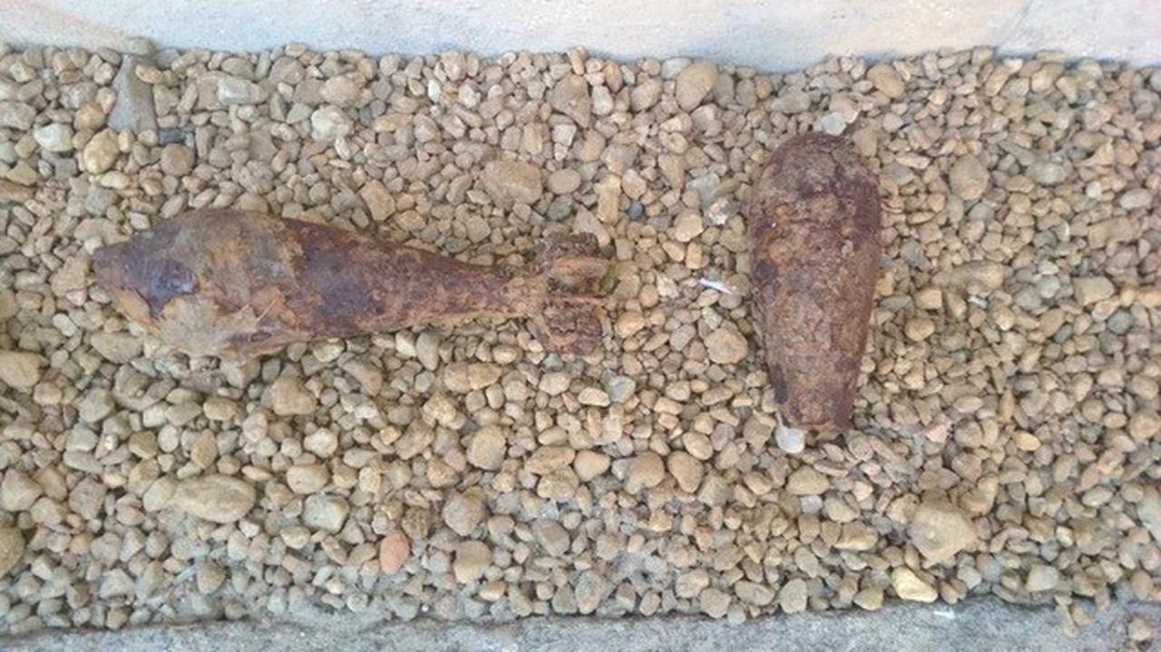 Grzybiarze przynieśli pod budynek komendy dwa granaty znalezione w lesie