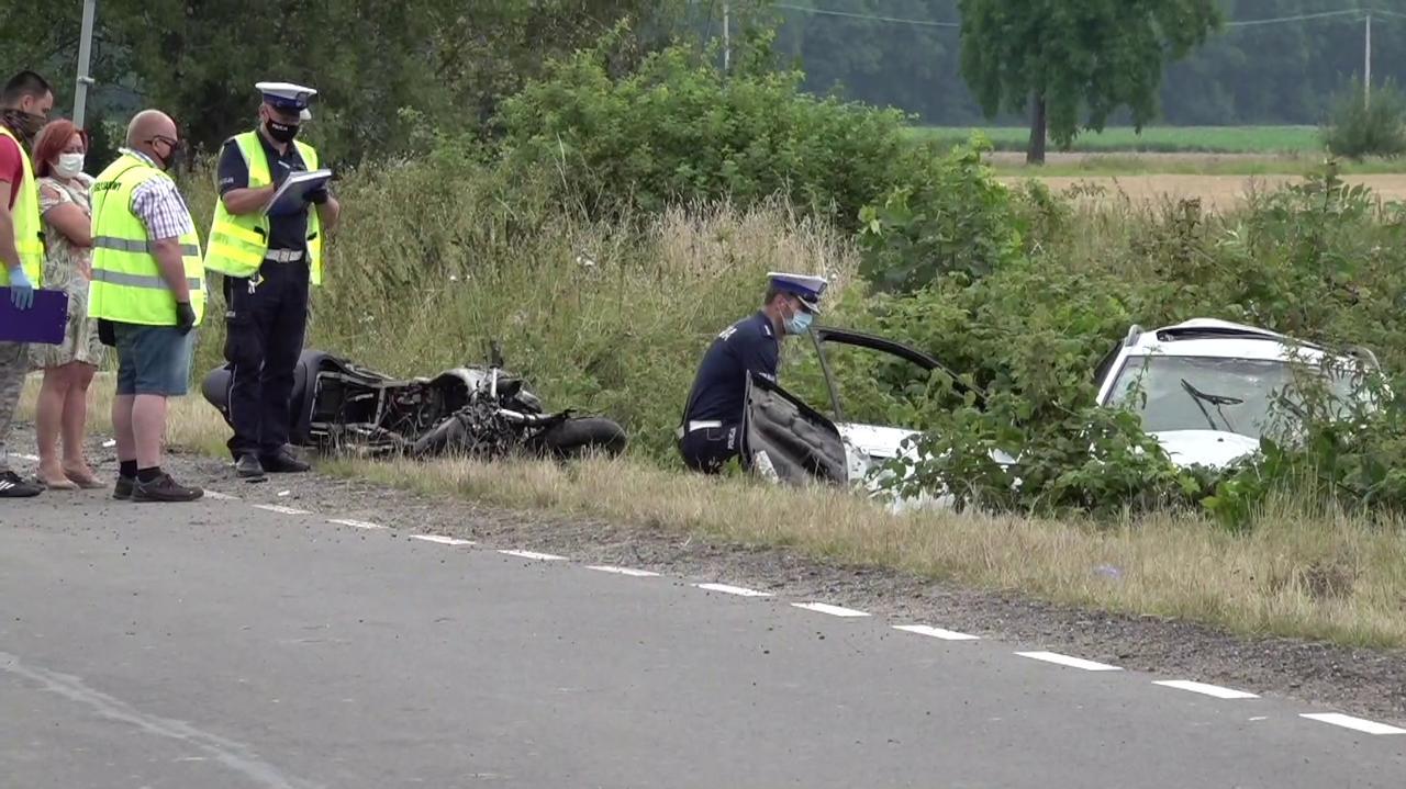 Nie żyje 18-letni motocyklista, dwie osoby ranne.